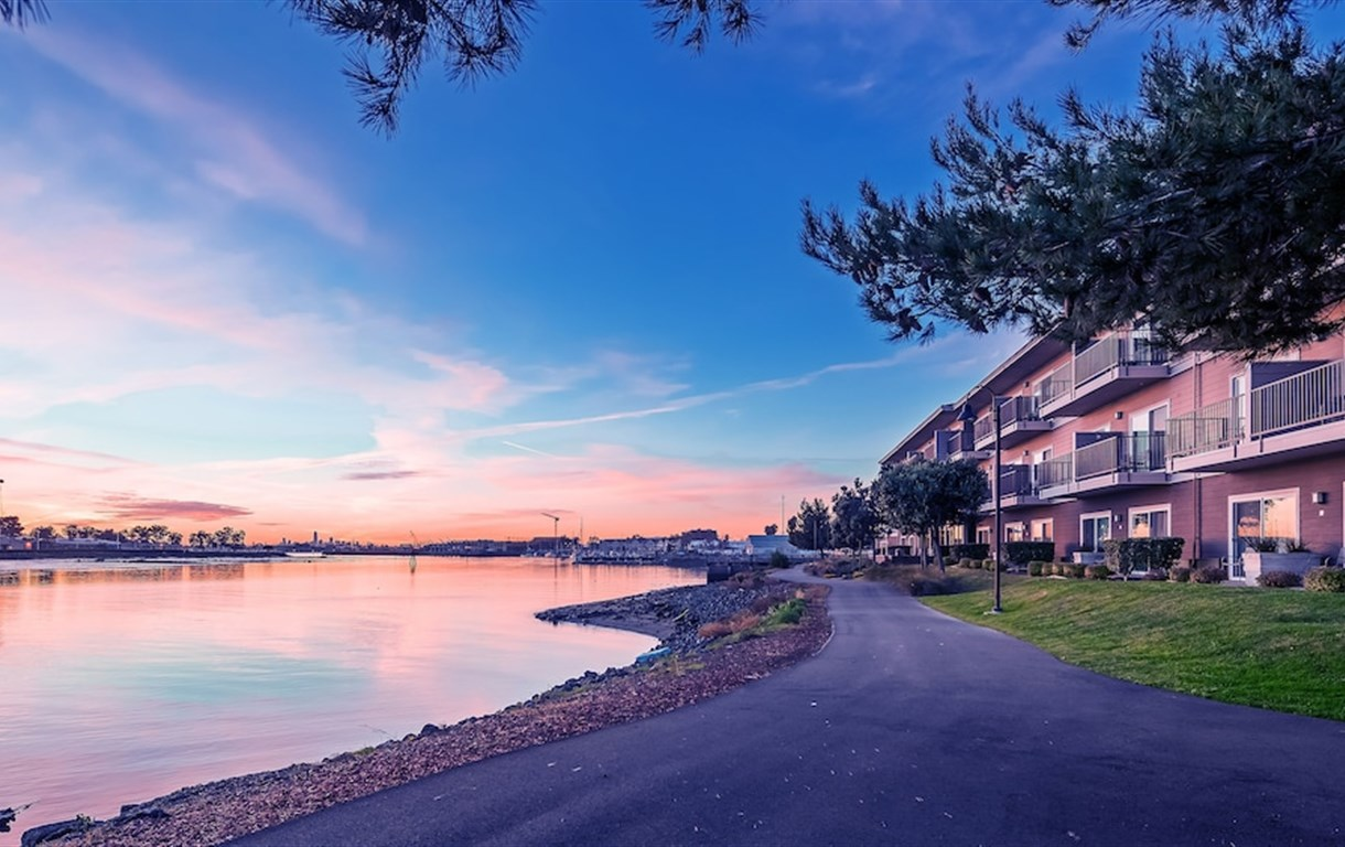 Executive Inn & Suites Embarcadero Cove - Oakland Waterfront