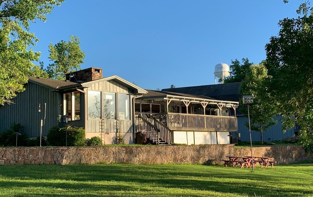 Red Bud Cove Lakefront Suites And Lodge
