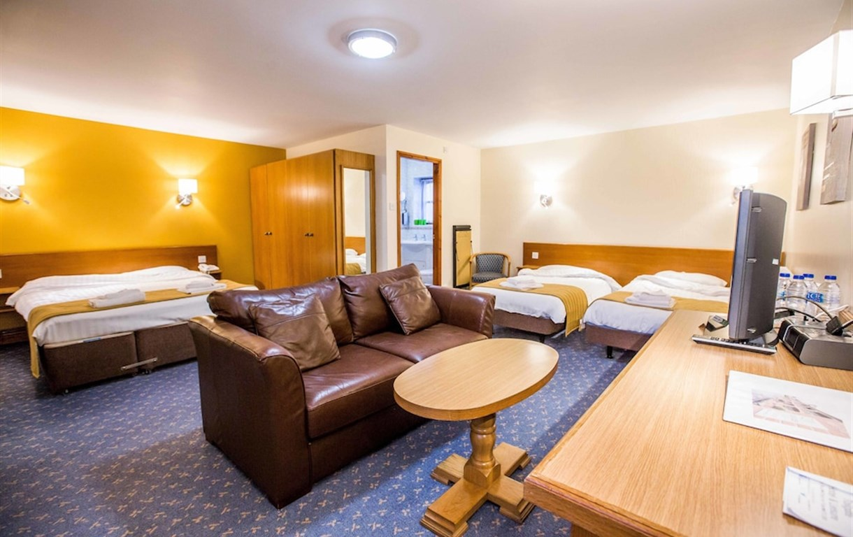 Tollgate Hotel And Leisure