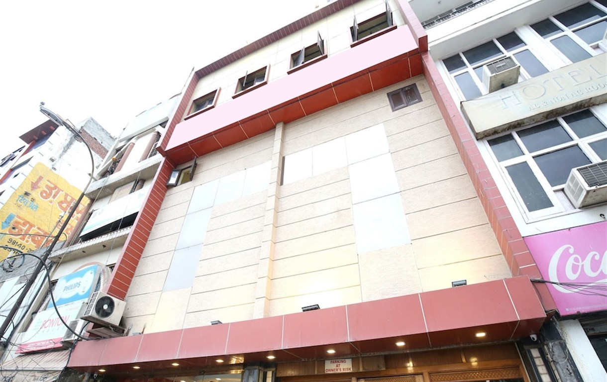 OYO 15667 Hotel Anand
