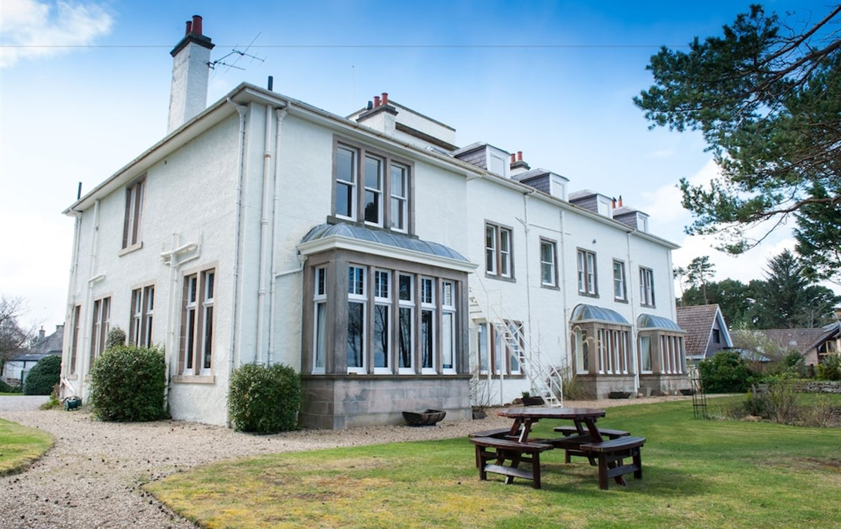 Invernairne Guest House
