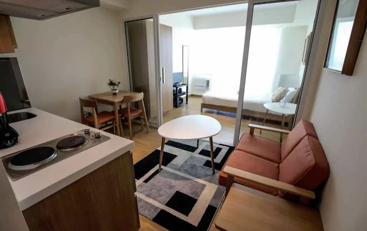 Condo At Azure By Metro Booking BNB