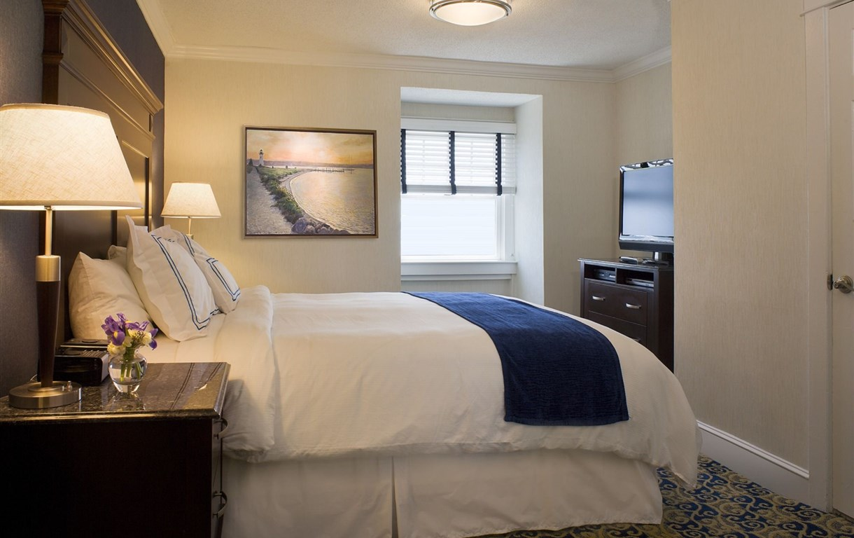 Newport Beach Hotel And Suites