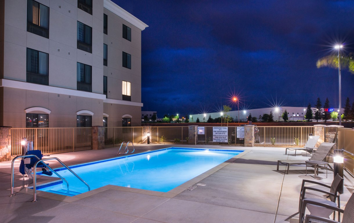 Holiday Inn Express And Suites Bakersfield Airport