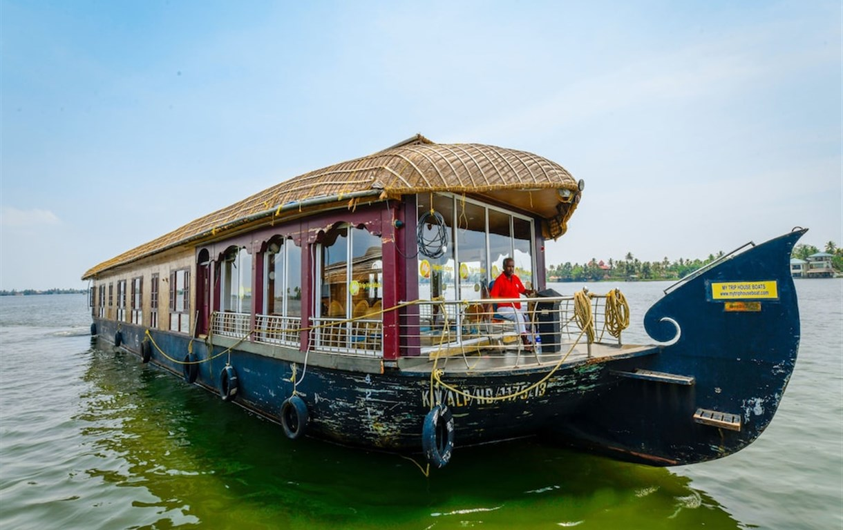 OYO 13589 HouseBoat My Trip Deluxe 4 BHK Private